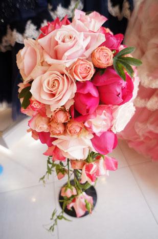 ピンク系のバラでまとめたグラデーションブーケ