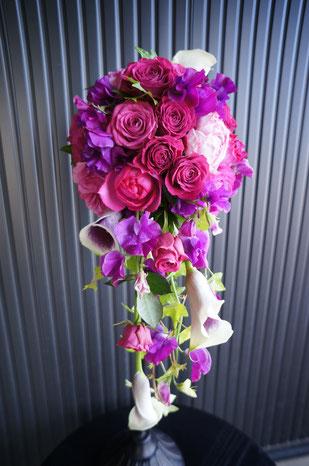紫色のグラデーションで大人色のエレガントブーケ スイートピー