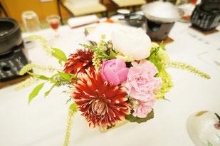 結婚式 ウェディング ゲストテーブル 和テイストのダリアでしっとりと