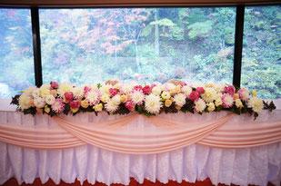 結婚式 ウェディング メインテーブル 高砂やさしいピンクにオールドローズのアクセントを入れて