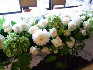結婚式 ウェディング メインテーブル 高砂 白・グリーンで爽やかに