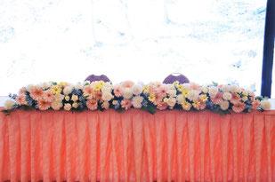 結婚式 ウェディング メインテーブル 高砂 優しい色合いで可愛らしく