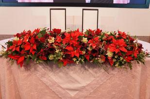 結婚式 ウェディング メインテーブル 高砂 ポインセチアや実物を使ってクリスマスのイメージ