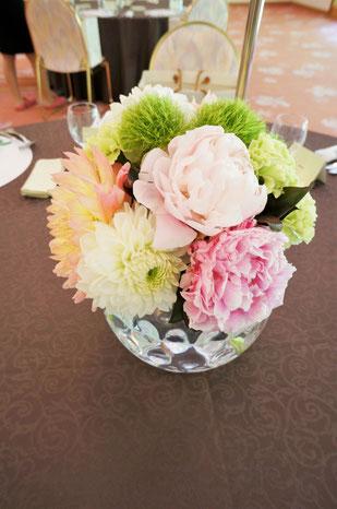 結婚式 ウェディング ゲストテーブル 甘いカラーリングでふんわりと