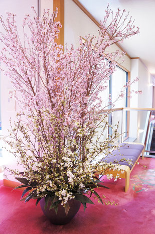結婚式 ウェルカムフラワー 2種類の桜を使ってのびのびと