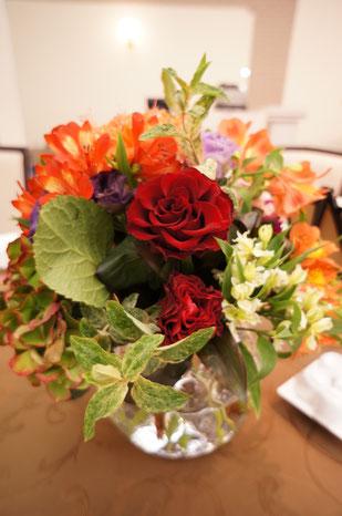 結婚式 ウェディング ゲストテーブル ビビットオレンジで会場全体を華やかに