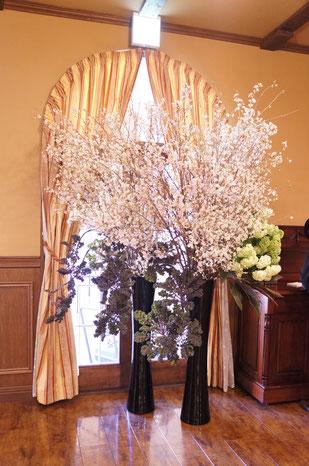 結婚式 ウェルカムフラワー 桜の枝を使って華やかに