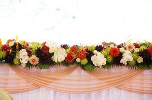 結婚式 ウェディング メインテーブル 高砂 和風な結婚式にはマムや胡蝶蘭も素敵
