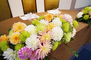 結婚式 ウェディング メインテーブル 高砂 和装と色ドレスに合わせて