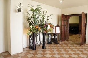 結婚式 ウェルカムフラワー 秋の実物やダリアの花を使って