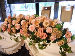 結婚式 ウェディング メインテーブル 高砂 ベージュ・ピンクで大人かわいく