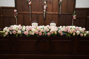 結婚式 ウェディング メインテーブル 高砂 淡い色合いに水色の挿し色が効果的