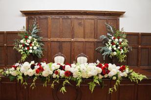 結婚式 ウェディング メインテーブル 高砂 白い色の中に赤い挿し色が効果的