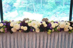 結婚式 ウェディング メインテーブル 高砂 落ち着いた色合いでエレガント