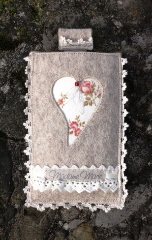 Madame Marie, Aus meinem Atelier, Handytäschli, Filz, mit Herz, beige-rose