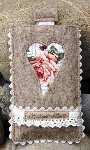 Madame Marie, Aus meinem Atelier, Handytäschli, Filz, mit Herz, braun
