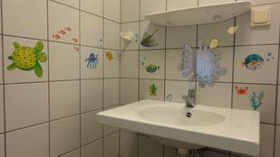 Kinderwaschbecken in beiden Sanitärhäusern
