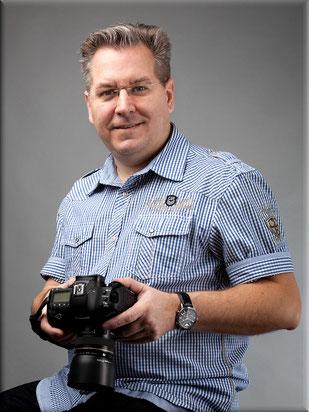 Fotograf Helge Bauer mit Kamera aus Braunschweig
