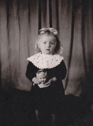 Die kleine Rosa Schütz, 4 Jahre alt