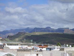 Dachterrassenblick nach Norden in die Berge