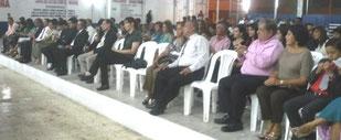 Público presente en el homenaje a periodistas y otras personalidades en la Casa de la Cultura Ecuatoriana de Manabí, en Portoviejo.