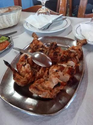 """""""Plattgeklopfte"""" gegrillte Hähnchen zum Lunch bei """"Marufo 1"""""""