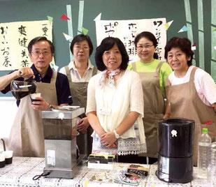 左から篠辺会長、大貫理事、三野理事、須長恵子さん、薩田副会長
