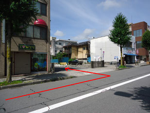 飯田駅に向かっていくと左側です。