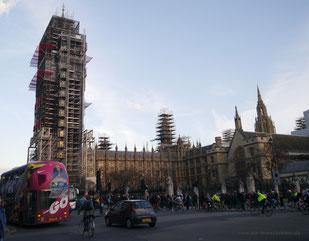 Big Ben komplett eingerüstet