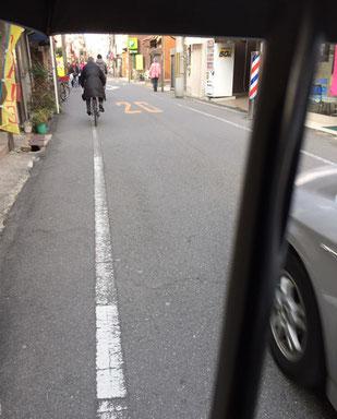 狭い道でも 傘下はセイフティーゾーン