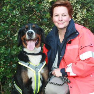Anke mit Smilla I geprüfter Rettungshund BZRH
