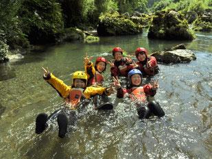 水温18度、透明度抜群の五ヶ瀬川