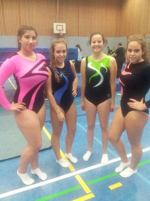 Veronika Savchenko, Lea Bier, Karoline Kaufmann und Livia Bier nach ihrem Wettkampf.