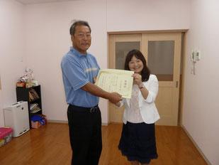 感謝状とメッセージカードを園長先生にお渡ししました
