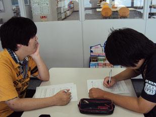 事業内容や企業理念について調べています。