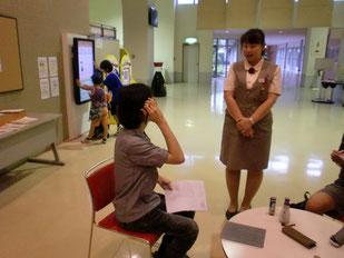 説明員の平野さんにインタビュー。慣れないけれど一生懸命質問しました。