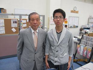 生徒と2人で記念写真。