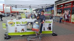 Patti Wolff und Spende der ARAL-Tankstelle Horrem, Foto: Oetken