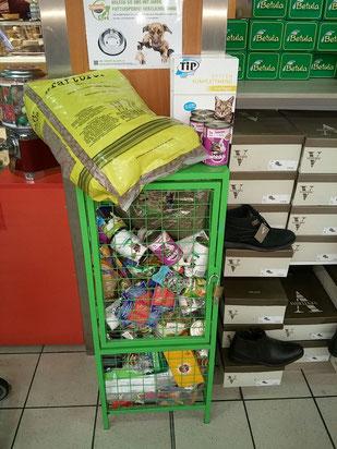 Tiertafel-Sammelbox im real, Bedburg. Foto: Cremer