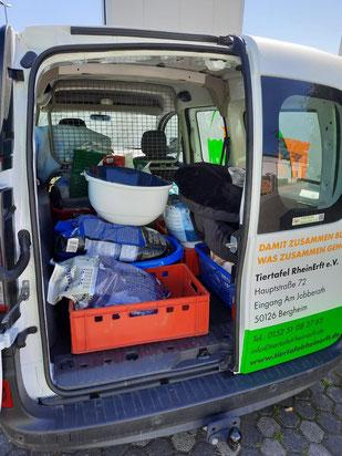 Spendenkorbleerung für Tiertafel RheinErft