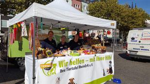 Tiertafel RheinErft beim 4. Kölner Tierschutzfest