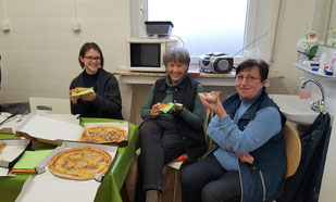 Svenja, Birgit und Renate schmeckt es auch, Foto: Oetken