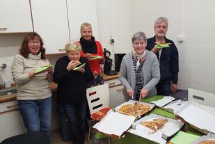 Heidi, Irene, Beate, Inge und Werner schmeckt es, Foto: Oetken