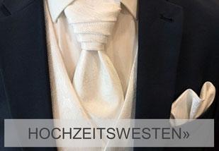 Anzug mit Weste, Plastron und Tuch