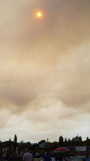Rauchschwaden am Himmel über Coimbra
