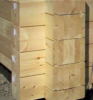 Holzhaus in Blockbauweise - Wandaufbau eines Blockhauses als Wohnhaus - Massivholzhaus - Blockhausbau - Blockbohlenhaus - Massivholzhaus - Blockbohlenhäuser - Holzhäuser - Holzbau - Hausbau