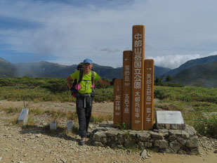 太郎平で記念撮影   ※後方左は、水晶岳