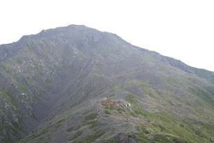 西農鳥岳への登りより間ノ岳・農鳥小屋を望む