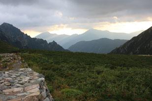 剣山荘より五竜岳(中央)・唐松岳(左)を望む