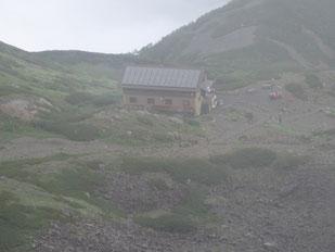 山頂直下の仙丈小屋